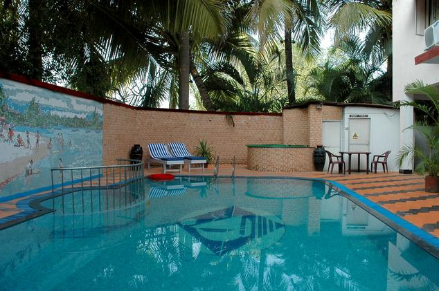 Swimming pool mobile no 9381017742 by apple beach house and resorts swimming pool in ecr for Cheap resorts in ecr with swimming pool