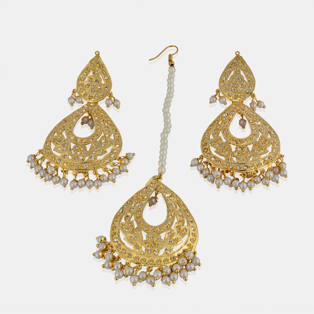 Jadau earrings with maang tikka  for girls | IndiHaute | Jadau maang tikka for girls in Ludhiana , jadau maang tikka for girls in Amritsar , jadau maang tikka for girls in Indore , jadau maang tikka for in pune ,  jadau maang tikka for girls in mohali      - GL43502