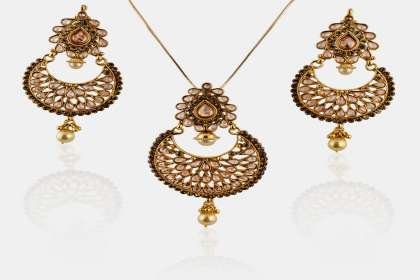 pendant set with earrings in Nashik  - IndiHaute, pendant set with earrings online in nashik , pendant set with earrings online shopping in nashik , pendant set with earrings for sale in nashik , pendant set with earrings for wedding in nashik ,